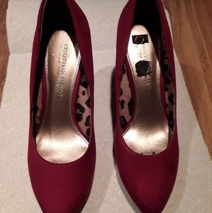 Beautiful Red Suede pumps